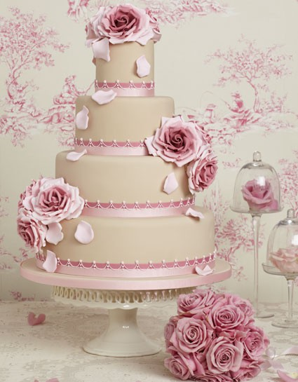 Wedding cake vs pi ce mont e duel au sommet for Piani a forma di artigiano