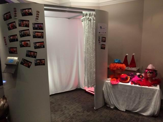 votre cabine photo location mobilier d co mat riel chapiteaux paris 75 paris les. Black Bedroom Furniture Sets. Home Design Ideas