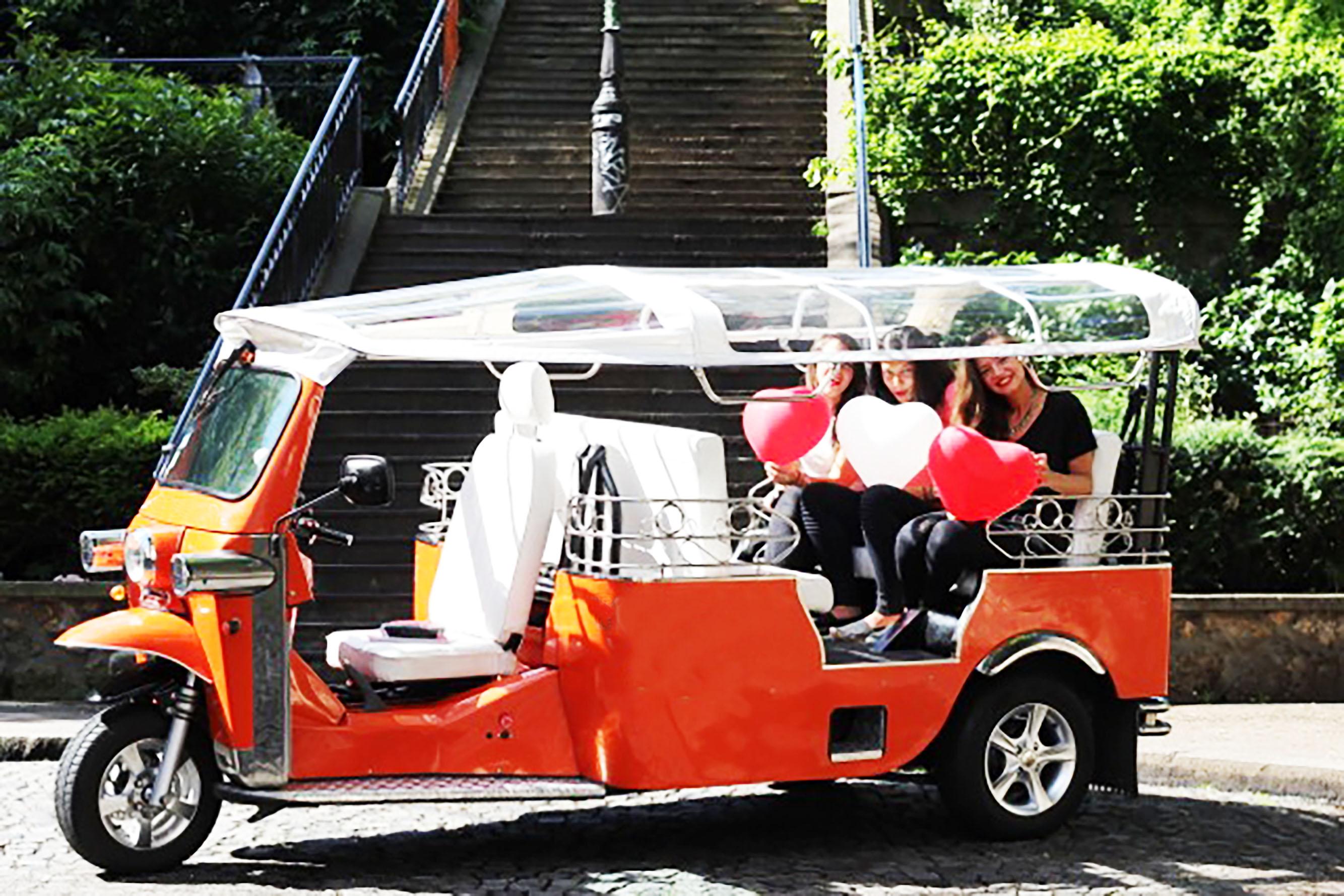 tuktuk ride paris location de v hicule paris 75. Black Bedroom Furniture Sets. Home Design Ideas