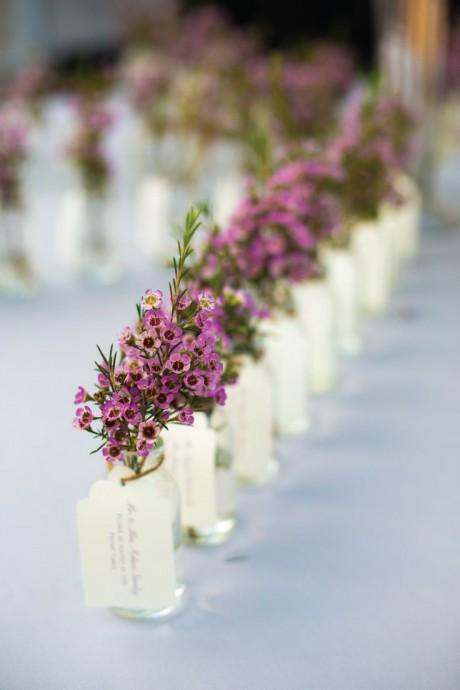 La délicatesse et l\u0027élégance sauront habiller la table la plus simple ! Et  pourquoi pas des fleurs qui rappellent le bouquet de la mariée\u2026