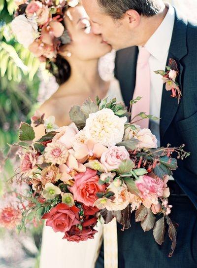Codes couleurs et fleurs de saisons: comment choisir son bouquet de mariée?