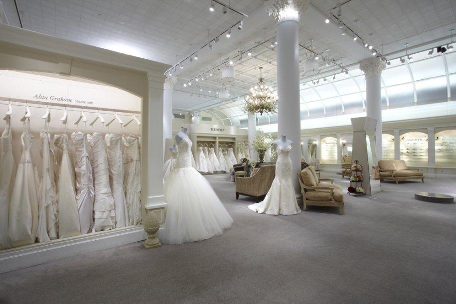 La vue du showroom. La décoration, épurée et lumineuse installe une ambiance de bien-être pour la future mariée.