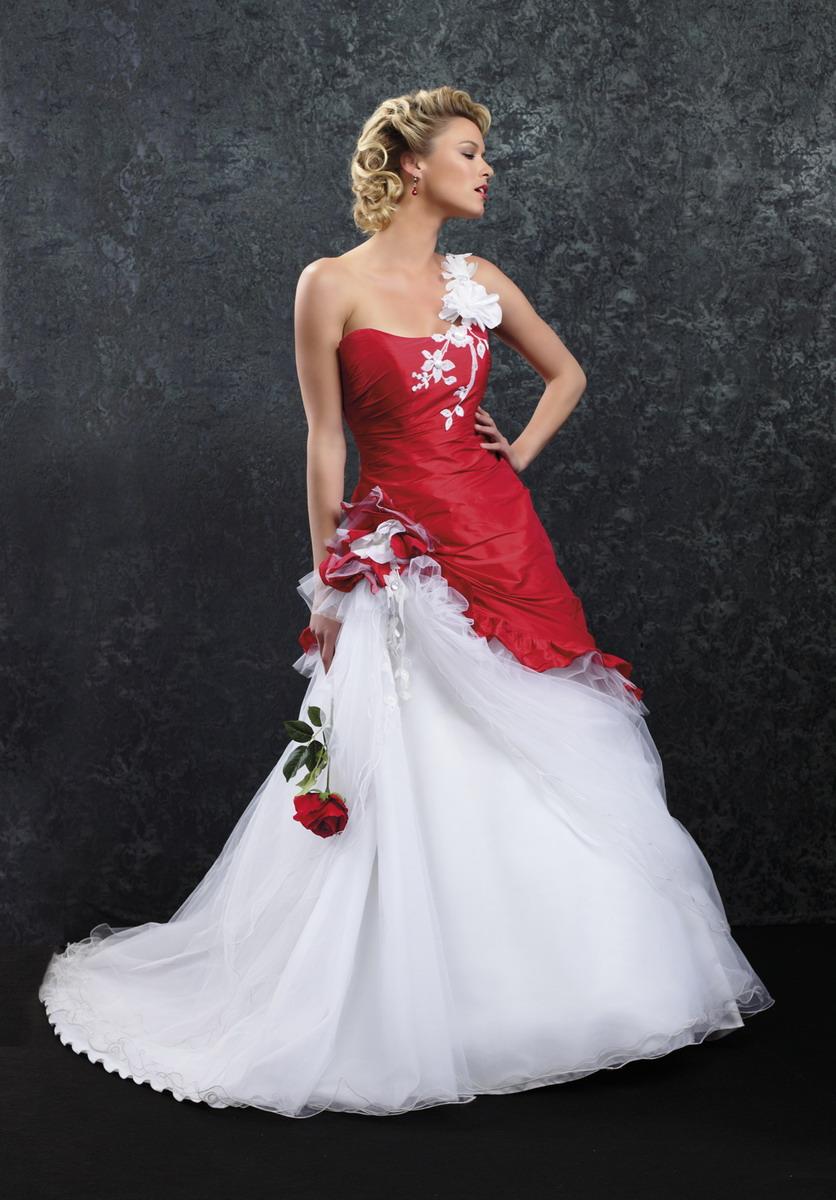 Robes de mari e la vie en rouge for Robes violettes plus la taille pour les mariages