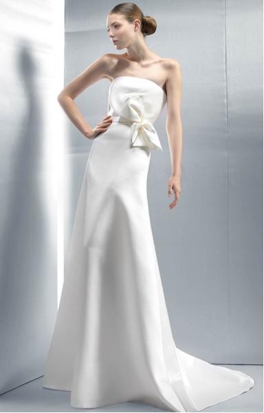 JESUS PEIRO Cette robe de mariéeJesus Peiro allie simplicité et beauté, réhaussée par un gros noeud à la taille qui apporte la touche en plus.  Photo : Jesus Peiro ©