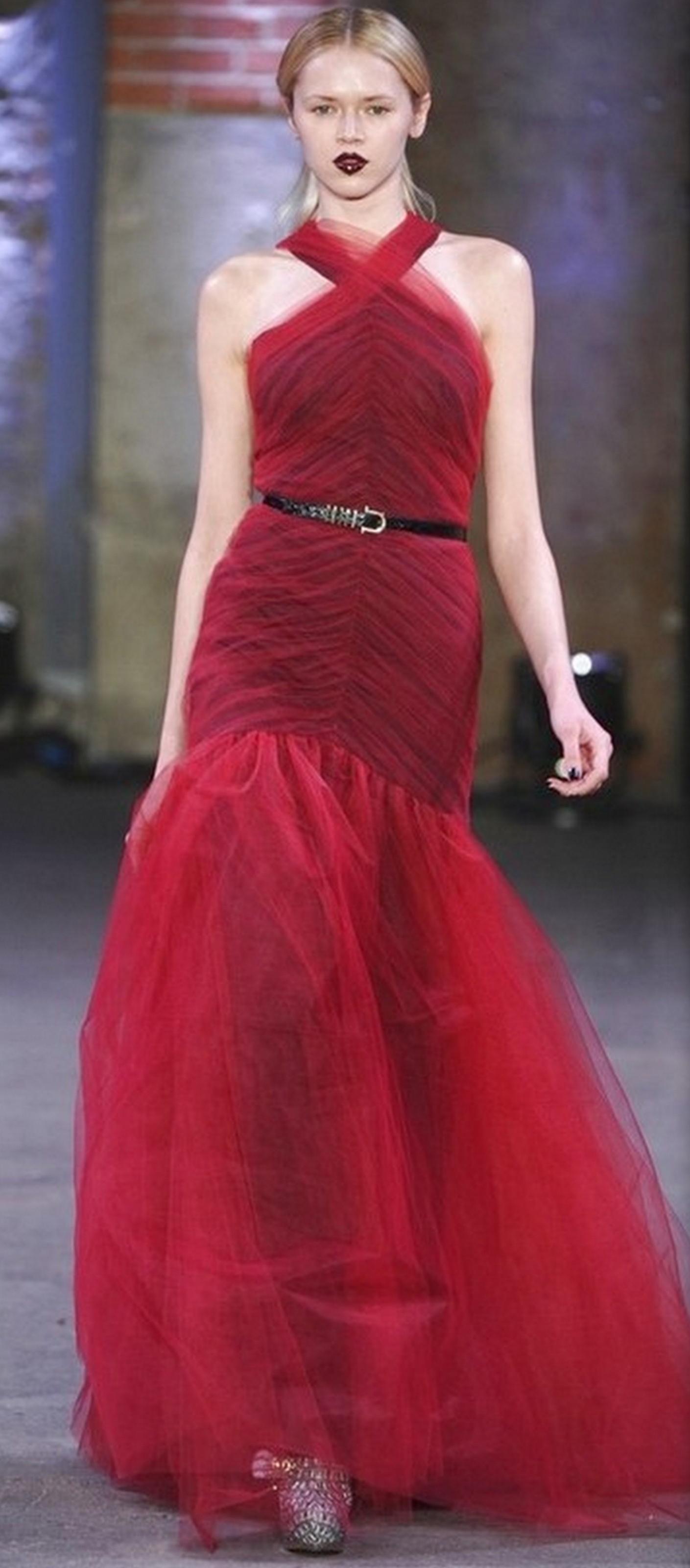 robes de mari e la vie en rouge On robe de mariée en velours rouge
