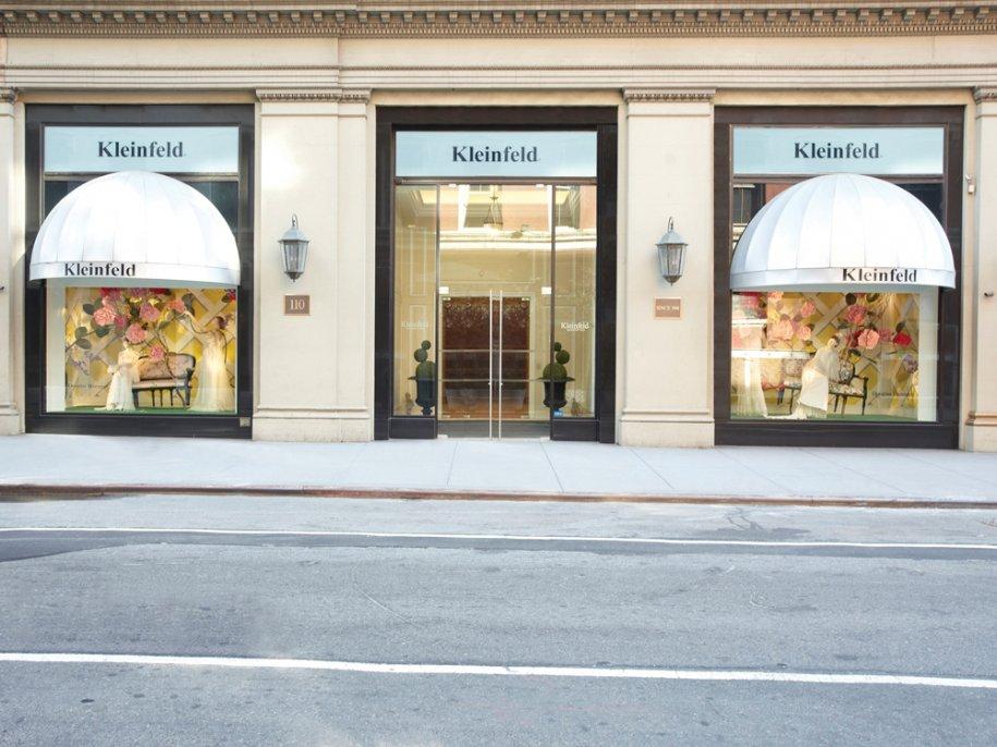 Kleinfeld est situé dans le quartier de Chelsea, au 110 West 20th Street entre la 6e et 7e Avenue.