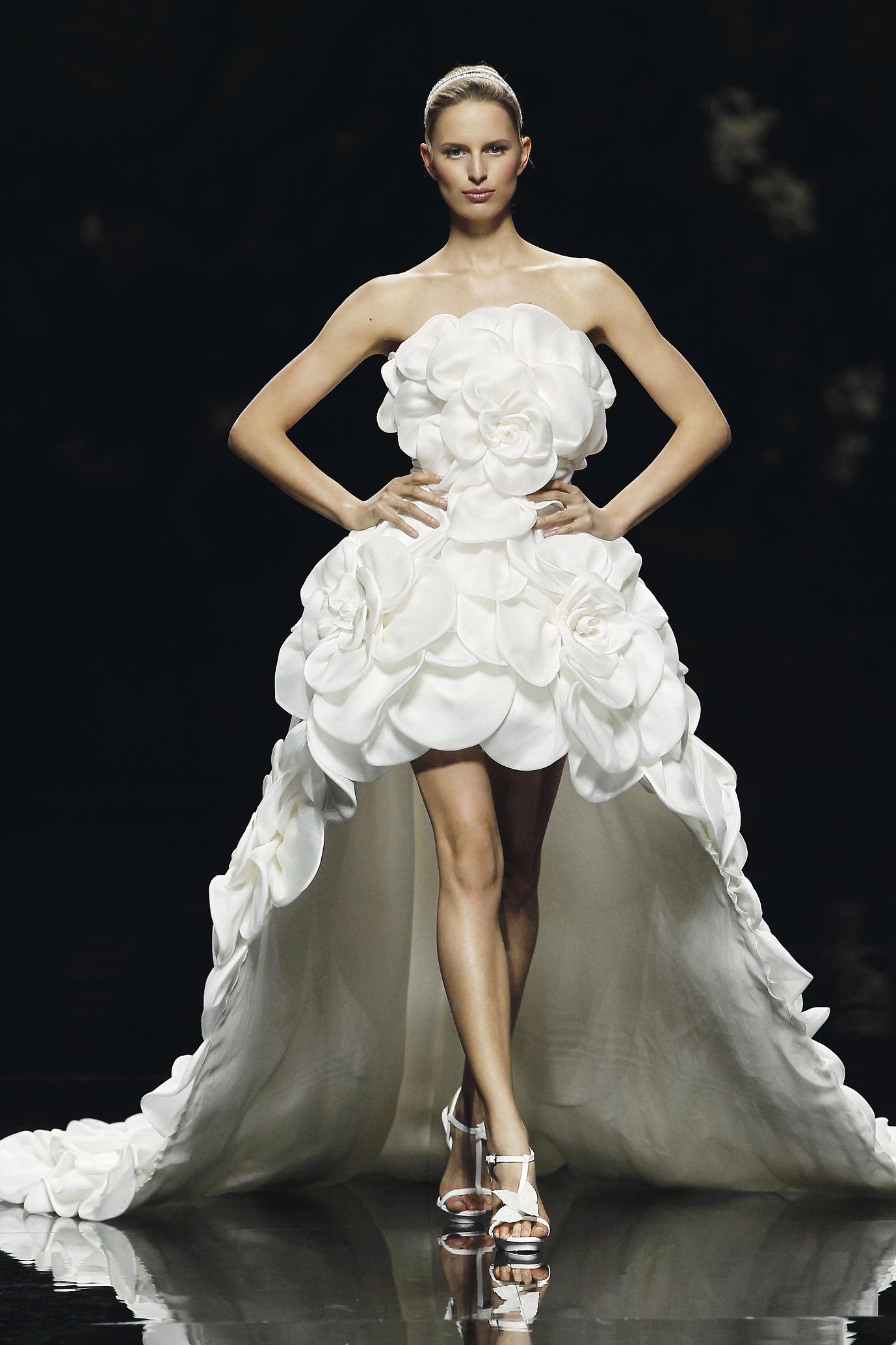 Pronovias collection elie by elie saab 2013 for Robes de mariage ellie saab