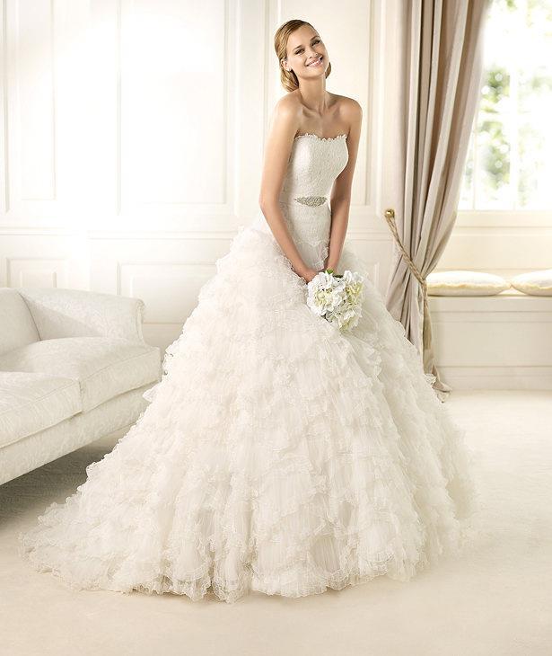 PRONOVIAS Créateur à succès qui sait comment faire ressortir la taille, notamment sur cette robe de mariée aux allures de pincesse.  Photo : San Patrick, S.L.U