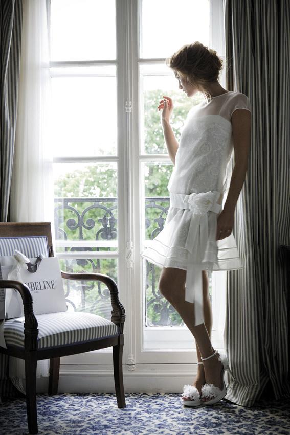 """CYMBELINE Modèle Facile, collection 2012. Dans un esprit """"vintage"""", c\'est une robe légère, facile à porter grâce à ses matières fluides."""