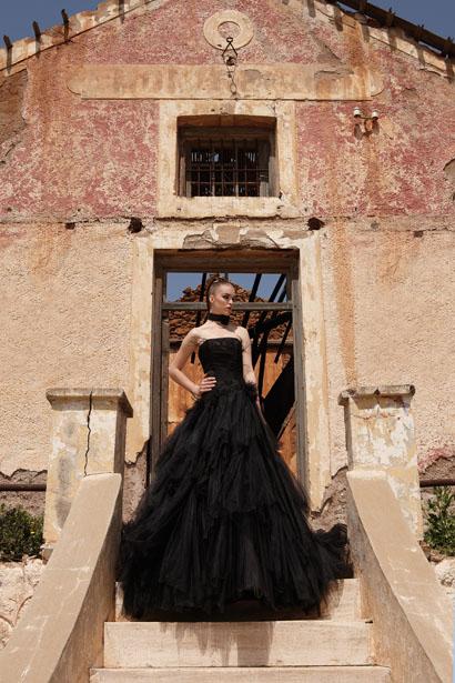 Le noir est une couleur! La preuve avec cette robe de mariée intitulée Baroque de Philippe Swann pour Complicité.