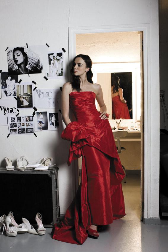 Ambiance Red carpet pour la forme de cette robe lacée dans le dos pour accentuer le côté sexy de ce modèle baptisé «oui 40» issu de la collection 2012 «Pour un Oui» de Cymbeline.