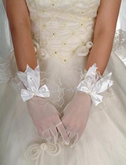de jolis gants pour accessoiriser ma robe de mari e. Black Bedroom Furniture Sets. Home Design Ideas