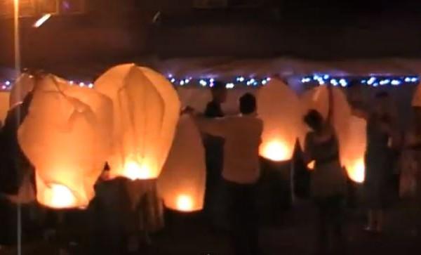 un-lacher-de-lanternes-spectaculaire-pour-mon-mariage_506_1017