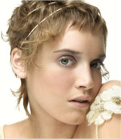 un-serre-tete-tres-fin-pour-les-cheveux-clairs_151_8660