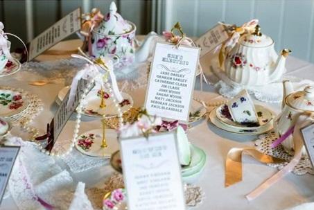 Pour les mariées traditionnelles qui recherchent l'élégance et le raffinement, l'idée du « tea time » pourrait parfaitement vous satisfaire.