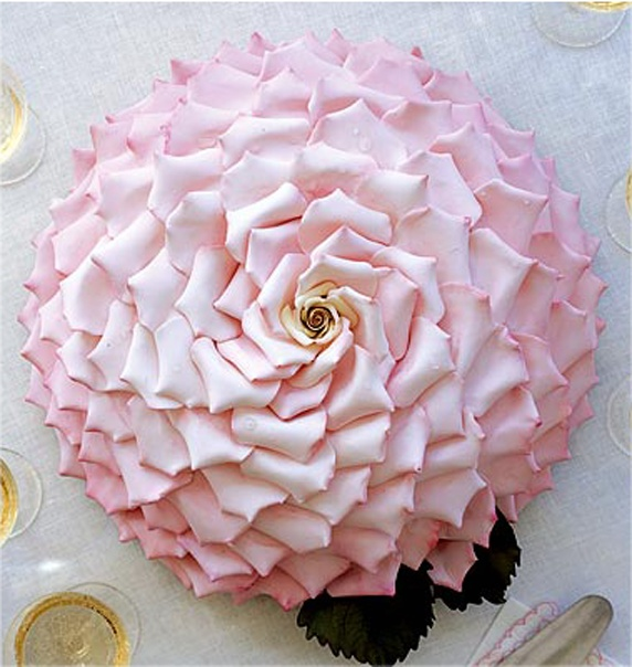 7 pétales de rose en wedding cake