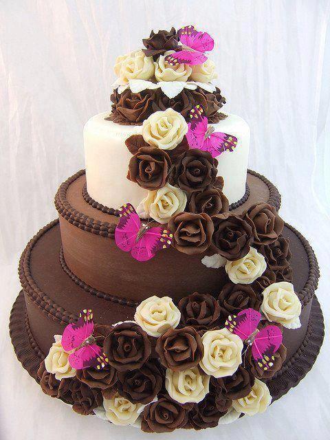 Les amoureux de la nature et du chocolat ne seront pas insensibles à l'association des fleurs en fève de cacao avec ces papillons rose fuchsia. Aussi gourmand pour l'œil que les papilles.