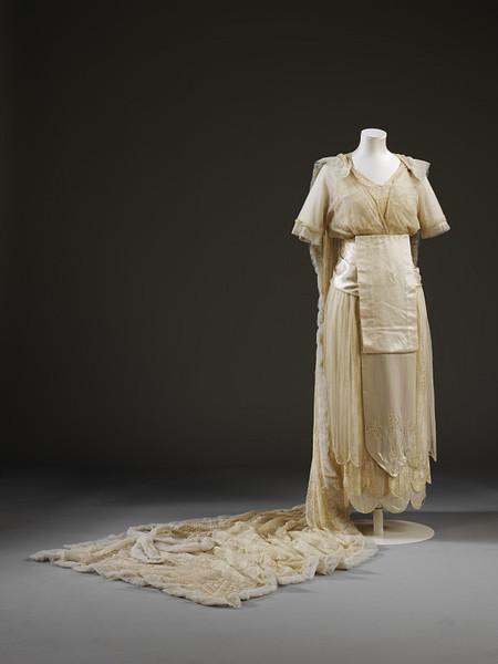 1914 : La robe de mariée dessinée par Aida Woolf