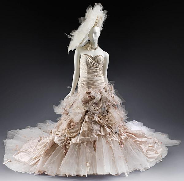 2011 : La robe Flowerbomb signée Ian Suart