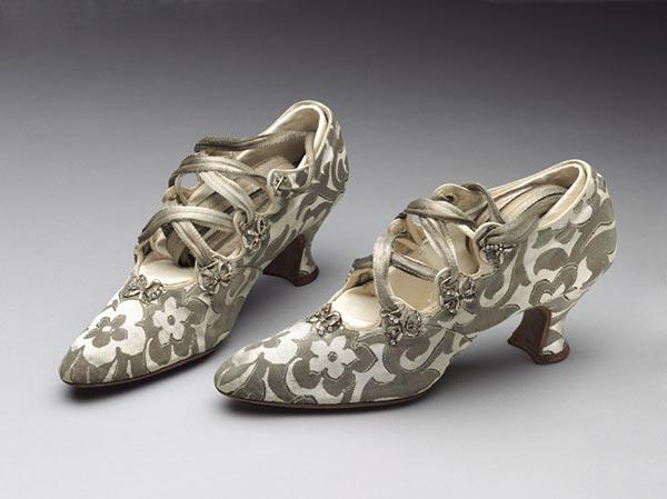1914 : Chaussures confectionnées par Peter Robinson