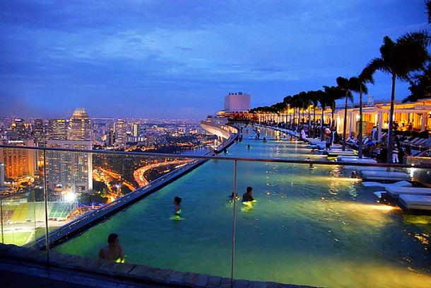 Singapour roucouler l 39 h tel marina bay sand for Au bord de la piscine tours