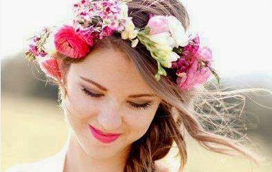 Une Fleur Ou Deux Dans Ma Coiffure De Mariee Mariage Com