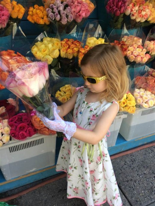 Petite fille fleurs 1