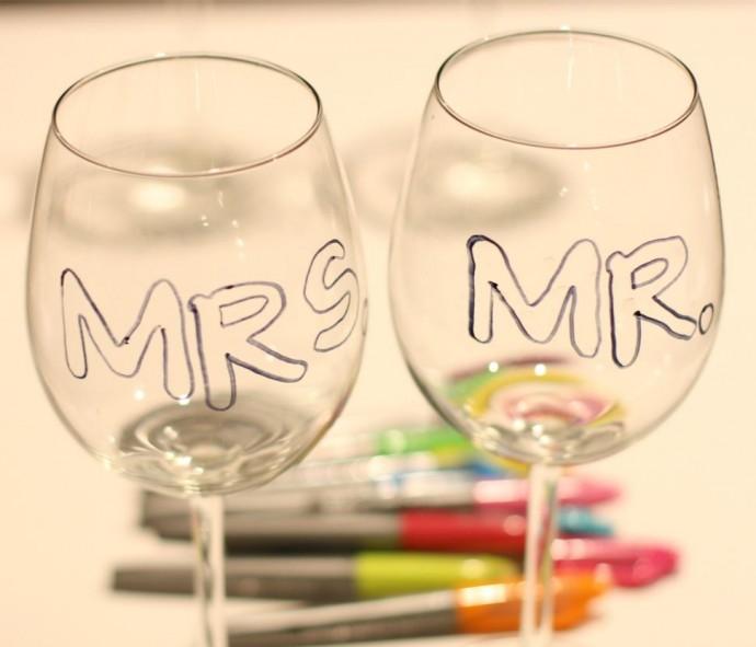 Diy des verres personnalis s juste pour les mari s - Comment decorer un verre ...