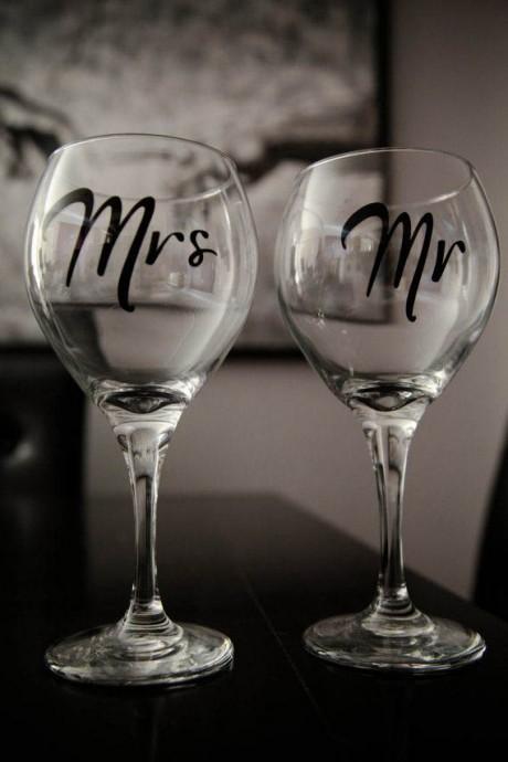 diy des verres personnalis s juste pour les mari s. Black Bedroom Furniture Sets. Home Design Ideas