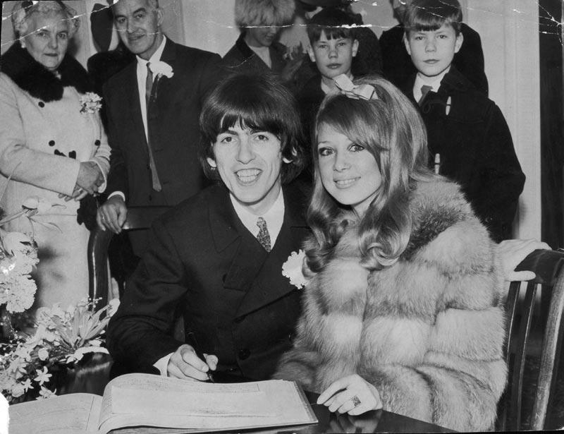 George Harrison, musicien, et Patti Boyd, mannequin, 1966