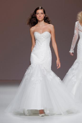 La griffe française Cymbeline a créé une robe tendance, à bustier et coupe sirène. Une robe de princesse comme on les aime, simple et élégante.  Robe Loana - Cymbeline - Collection 2015