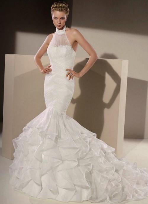 Cette création signée Divina Sposa est totalement divine.  Cette robe de mariée, coupe sirène, au tissu mettra parfaitement en valeur vos jolies formes.  Beau travail Divina Sposa ! Modèle Style-152/09 - Divina Sposa - Collection 2015
