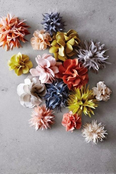 diy des broches en fleurs et en tissu. Black Bedroom Furniture Sets. Home Design Ideas