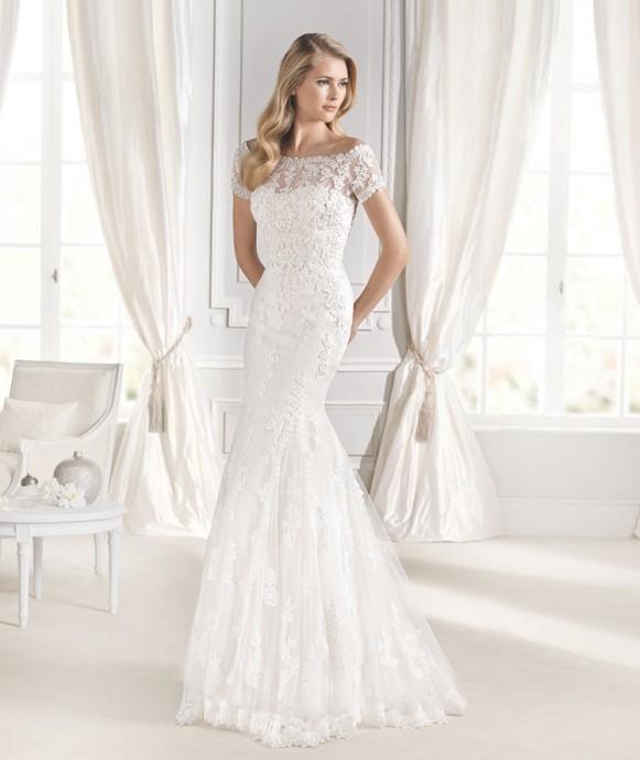 La Sposa a créé une très belle robe de mariée à la dentelle espagnole d'une finesse à couper le souffle ! La coupe sirène de la création se veut plus discrète que sur d'autres robes.  Robe Idde - La Sposa - Collection 2015