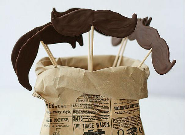 DIY : De gourmandes moustaches en chocolat