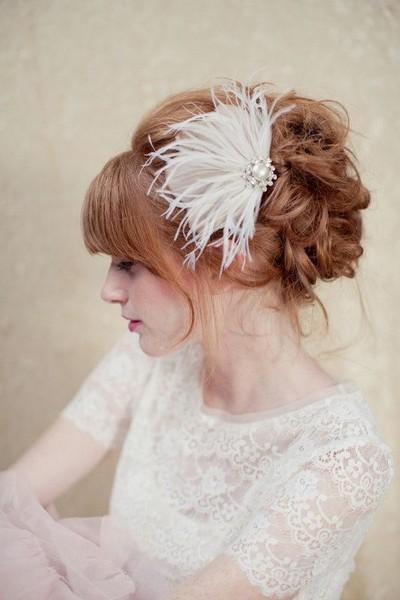 Simple et délicate, c'est tout le romantisme et la douceur de l'élégance qui se dégage de cette barrette.