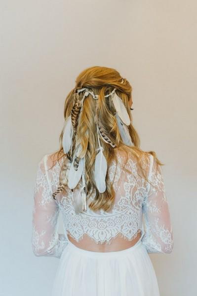 Decoration Indienne Pour Mariage : Des plumes dans ma coiffure pour en mettre plein la vue