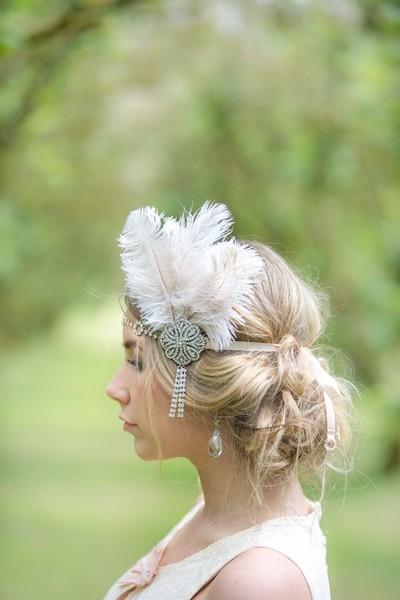 Fan de Gatsby, le magnifique, votre mariage a pour thème les années 30, ce dernier accessoire est fait pour vous et twistera votre tenue avec douceur et élégance.