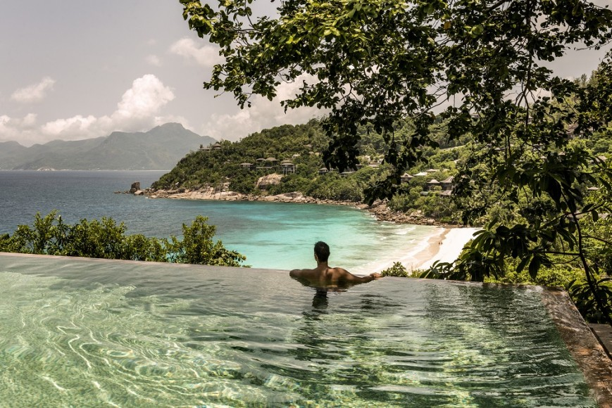 seychelles-four-seasons-luxe-piscine