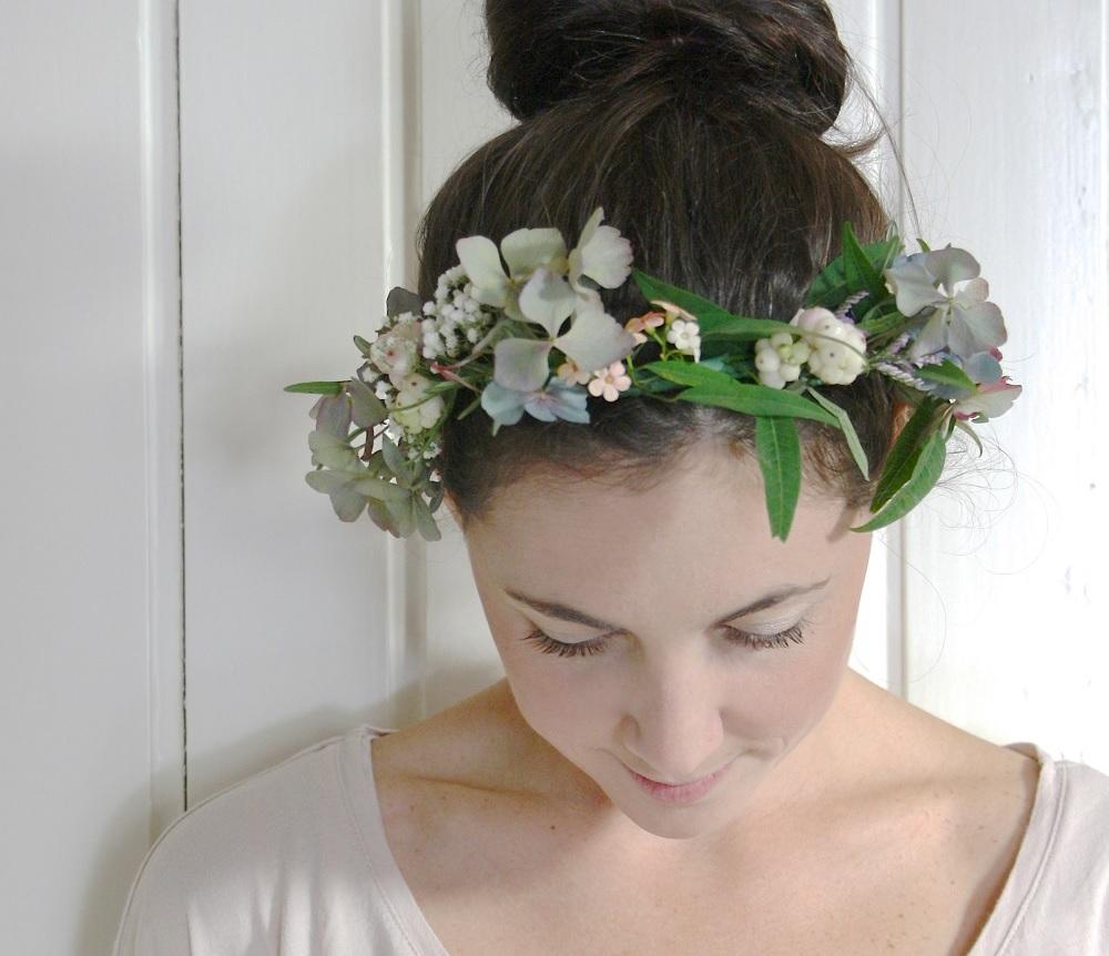diy une couronne de fleurs pour ma coiffure romantique. Black Bedroom Furniture Sets. Home Design Ideas