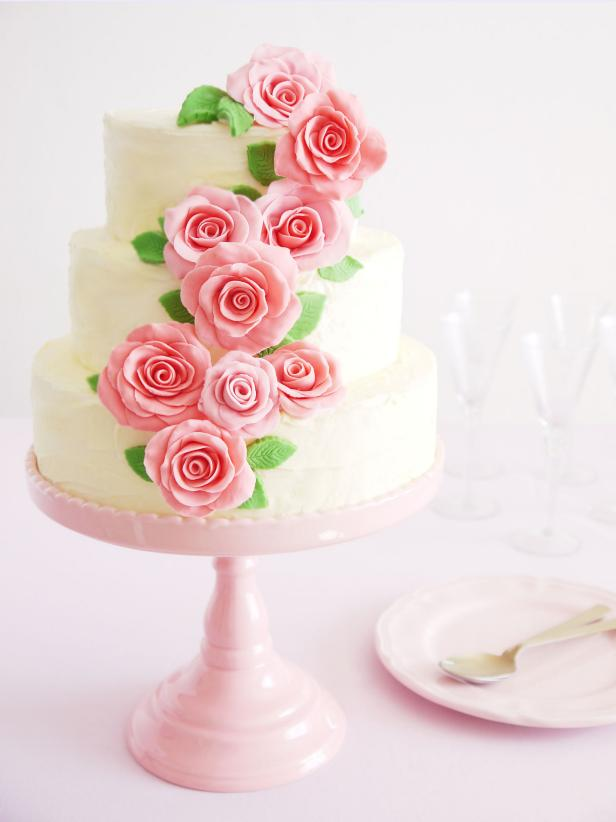 how to make a simple wedding cake diy le wedding cake fleuri qui tr 244 nera avec classe sur 15844