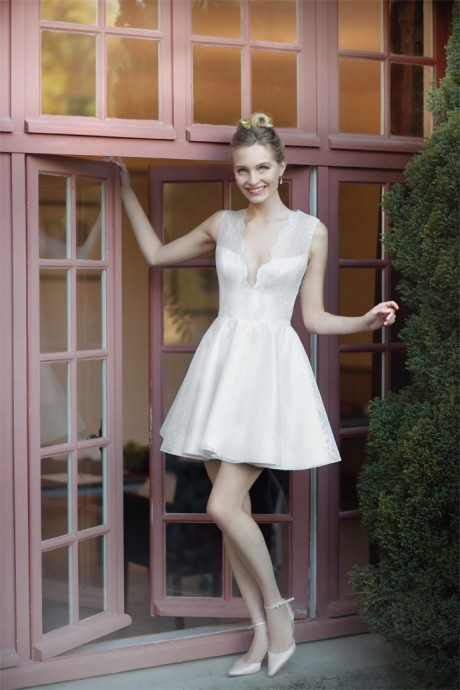 La créatrice parisienne, Fabienne Alagama, a tout misé sur une collection féminine, sensuelle et élégante. La robe Justine est en un parfait exemple. Gros coup de coeur.