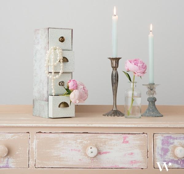 Lovely peindre une armoire ancienne 13 image a la une diy petit meuble tiroir bonbons mariage for Peindre une armoire