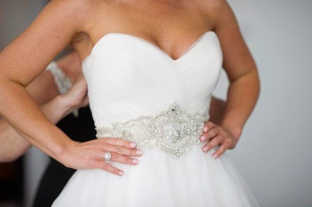 diy comment cr er une ceinture en strass pour sa robe de mari e. Black Bedroom Furniture Sets. Home Design Ideas