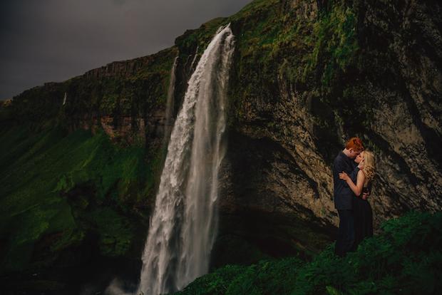 mariage sarah josh islande falaise couple