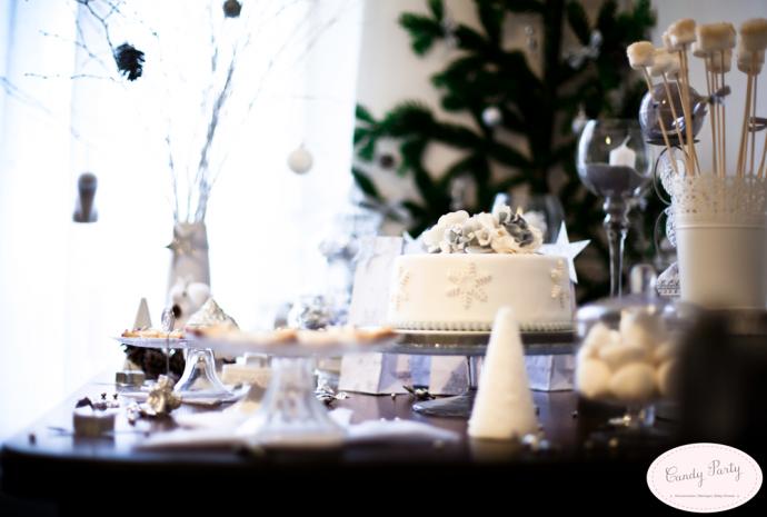 sweet table wedding cake
