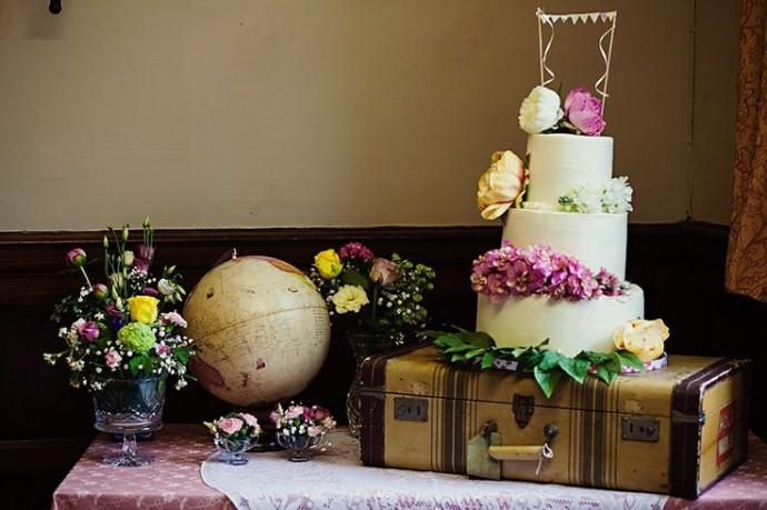wedding cake invitation au voyage