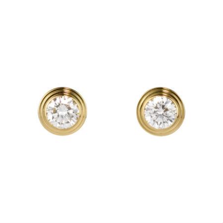 Simplicité et élégance sont les maîtres mots pour décrire ces puces d'oreilles ! Si vous avez choisi un collier et/ou des bracelets en or à porter pour votre mariage, vous apprécierez ces petites boucles sophistiquées. Boucles d'oreilles « Diamants légers » de Cartier, en or jaune 18 carats et diamants, 2 040 euros.