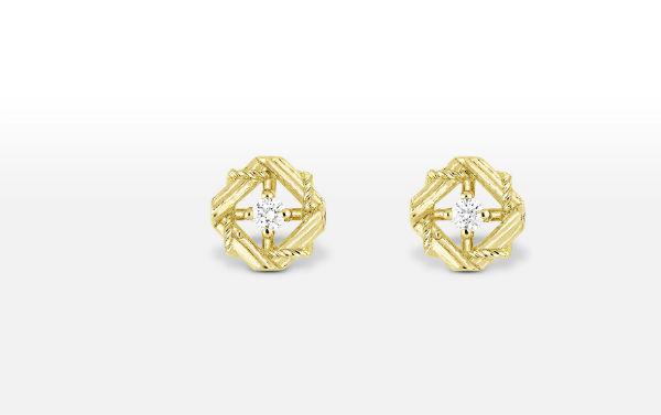 Si vous préférez la forme puces d'oreilles, par exemple si vous comptez porter un beau chignon le jour J, on vous conseille cette sublime paire chez Dior. On aime ces boucles où s'entrelacent des formes graphiques très travaillées. L'or côtoie ici les diamants : un vrai bijou de star ! Boucles d'oreilles en or jaune 750 et diamants, Dior, 1 900 euros.