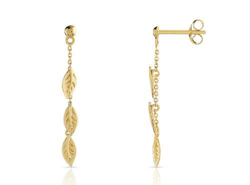 Cette année, les motifs de feuilles ou de plumes sont très à la mode : on en retrouve chez bon nombre de créateurs de bijoux. On aime ces pendants d'oreilles où 3 feuilles se succèdent. Ils donneront une touche élégante à votre chevelure lâchée. Boucles d'oreilles en or jaune 375, Maty, 125 euros.
